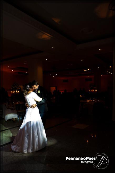 Fotografia de Casais Felizes Brindando no Casamento com Fotógrafo FernandO Paes
