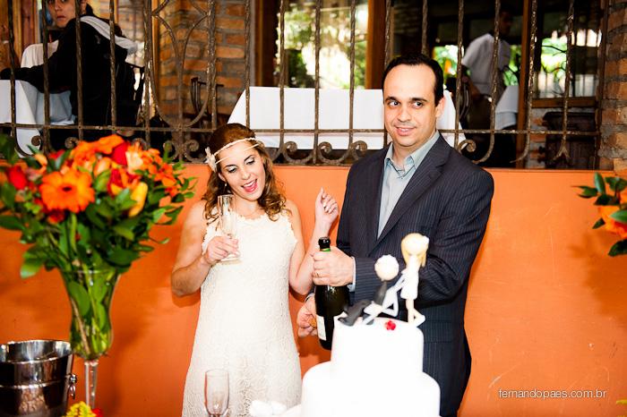 Casal de Noivos namorando - Restaurante
