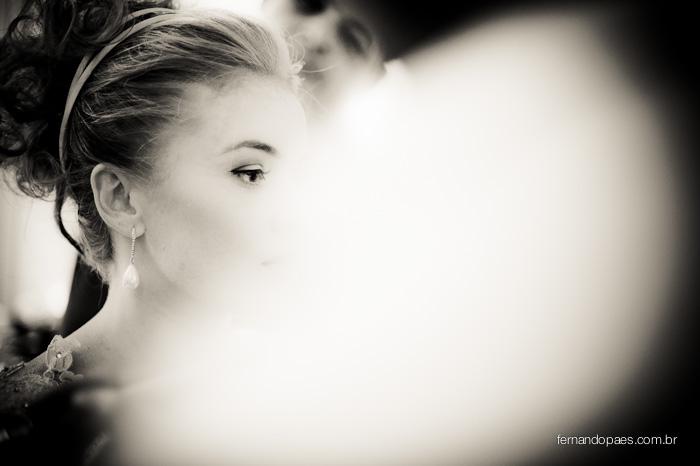 Noiva se Maquiando no Dia da Noiva