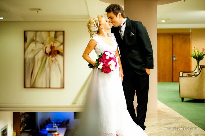 Noiva e Noivo sendo fotografados pelo fotógrafo